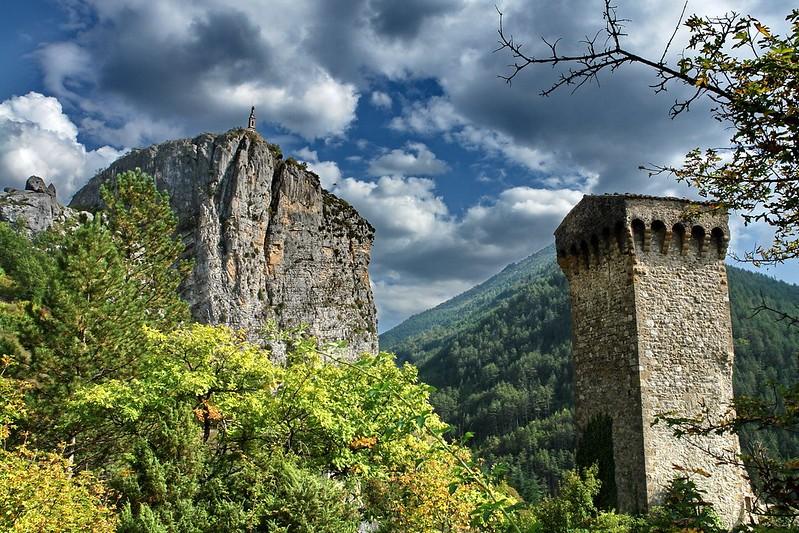 Village de Castellane Roc et Tour - OT Tourisme Castellane